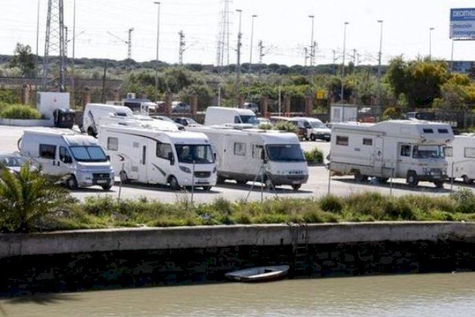 Los autocaravanistas de Altea, indignados porque el Ayuntamiento les impide tener un área de servicio - (foto 1)