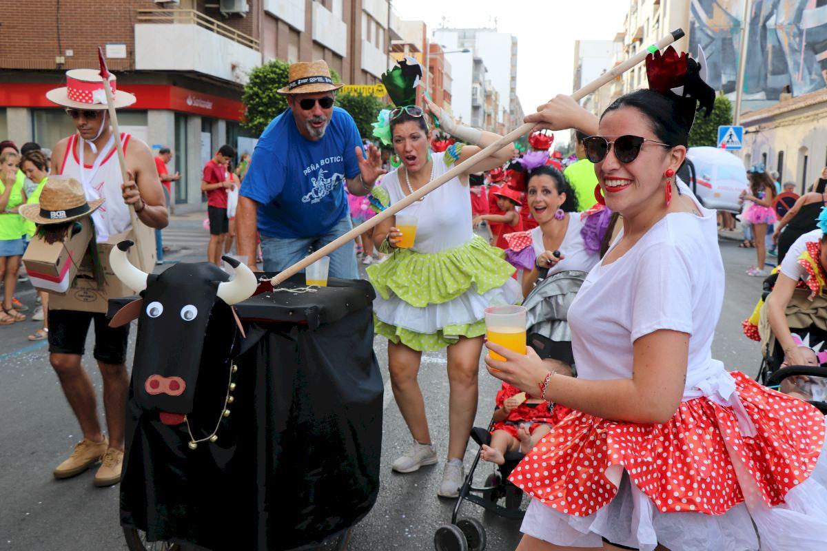 2f58839d3 La Cabalgata del Humor llena de disfraces y música Puerto de Sagunto