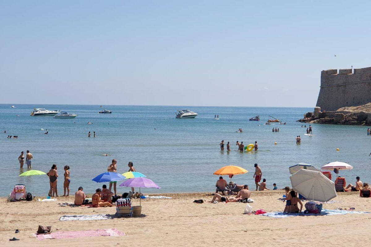 La Playa Norte de Peñíscola registra ocupaciones entre el 16% y el 34% durante las primeras dos semanas del mes de julio