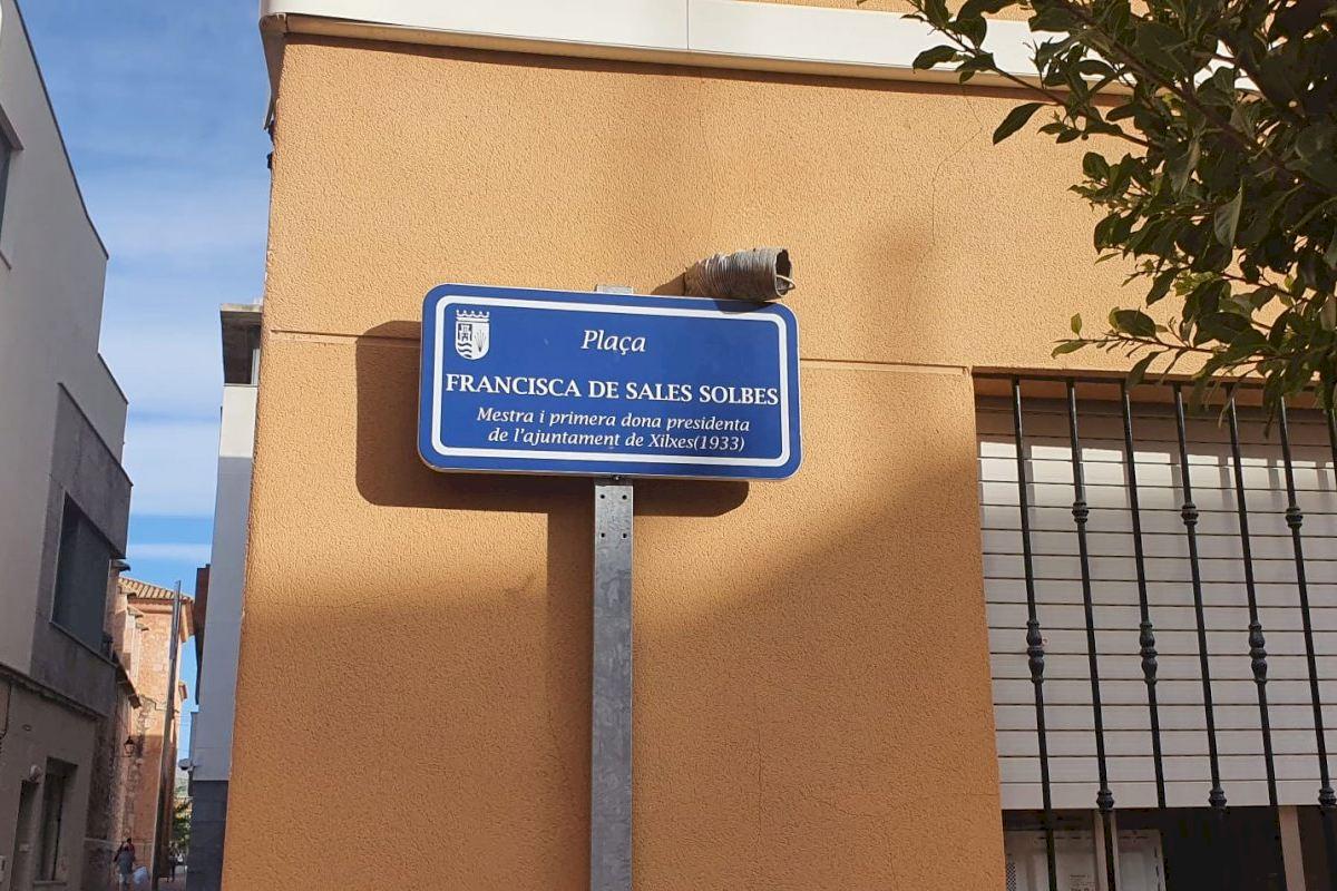 Xilxes dedica una plaza a la antigua alcaldesa y maestra Francisca de Sales Solbes