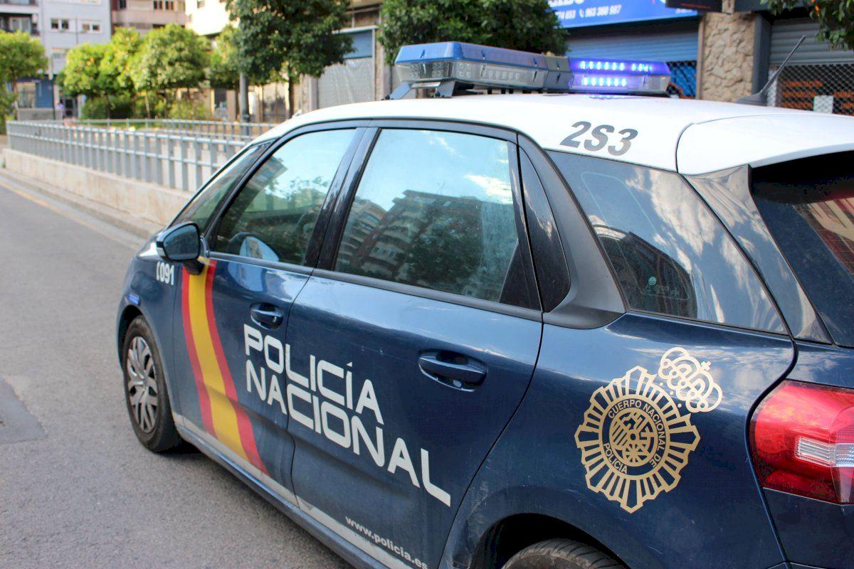 La Policía Nacional detiene en Valencia a una mujer por golpear y tratar de morder a los agentes
