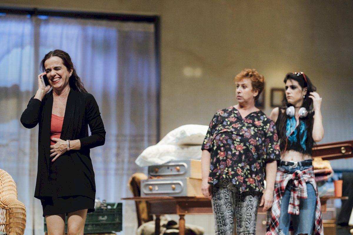 El Teatre Arniches acoge la comedia 'Família normal'