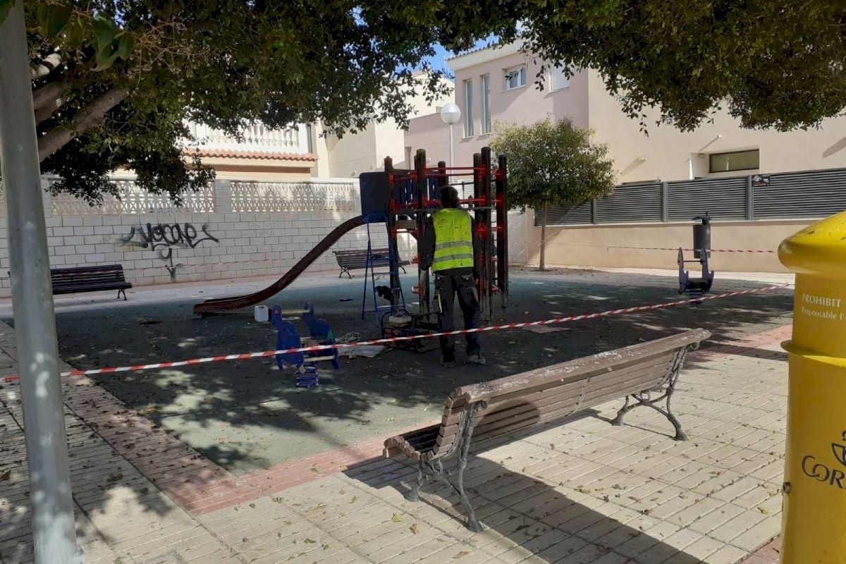 Infraestructuras avanza en su plan para remodelar, pintar y reparar las plazas de los barrios de Alicante