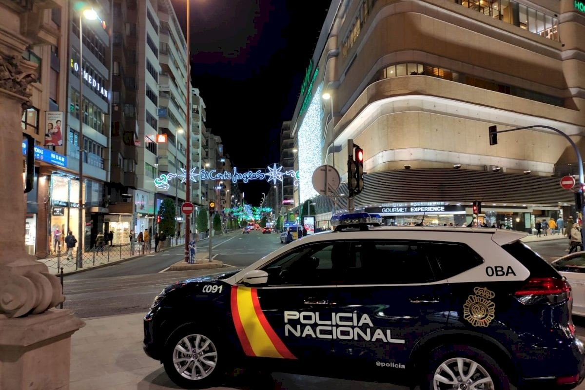 La Policía Nacional descubre un peculiar método para apoderarse del dinero y de las prendas que simulaba devolver en caja en Alicante