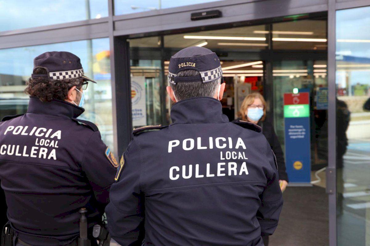 La Policía de Cullera vigila el cumplimiento de las normas sociosanitarias en grandes superficies