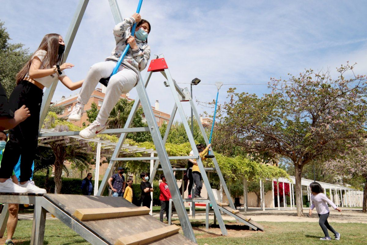 Alaquàs estrena las tirolinas del Parque de la Sequieta