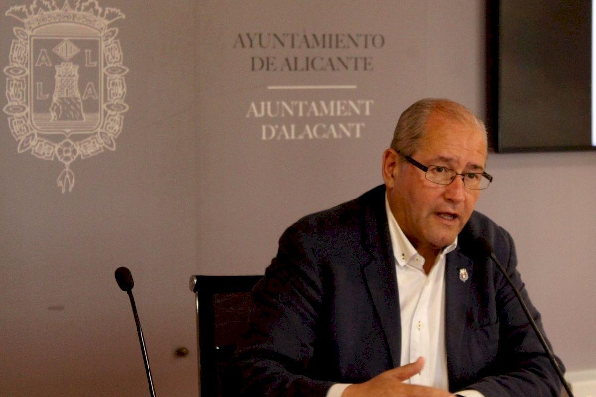 El Ayuntamiento de Alicante firma convenios con ASPALI, ADACEA y FESORD para contratar en prácticas a ocho personas con diversidad funcional