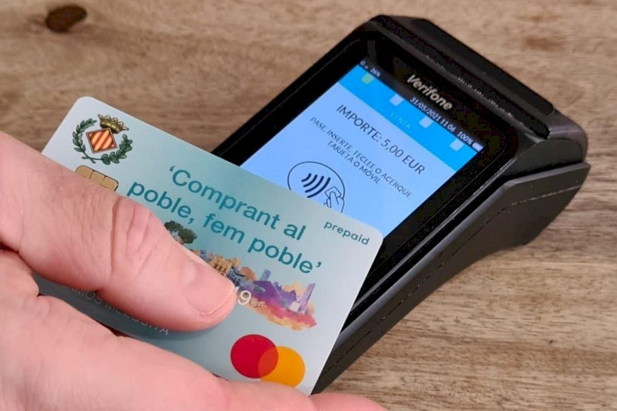 La tarjeta Fem poble llega desde hoy a 600 vila-realenses para favorecer el consumo y la reactivación económica post-covid