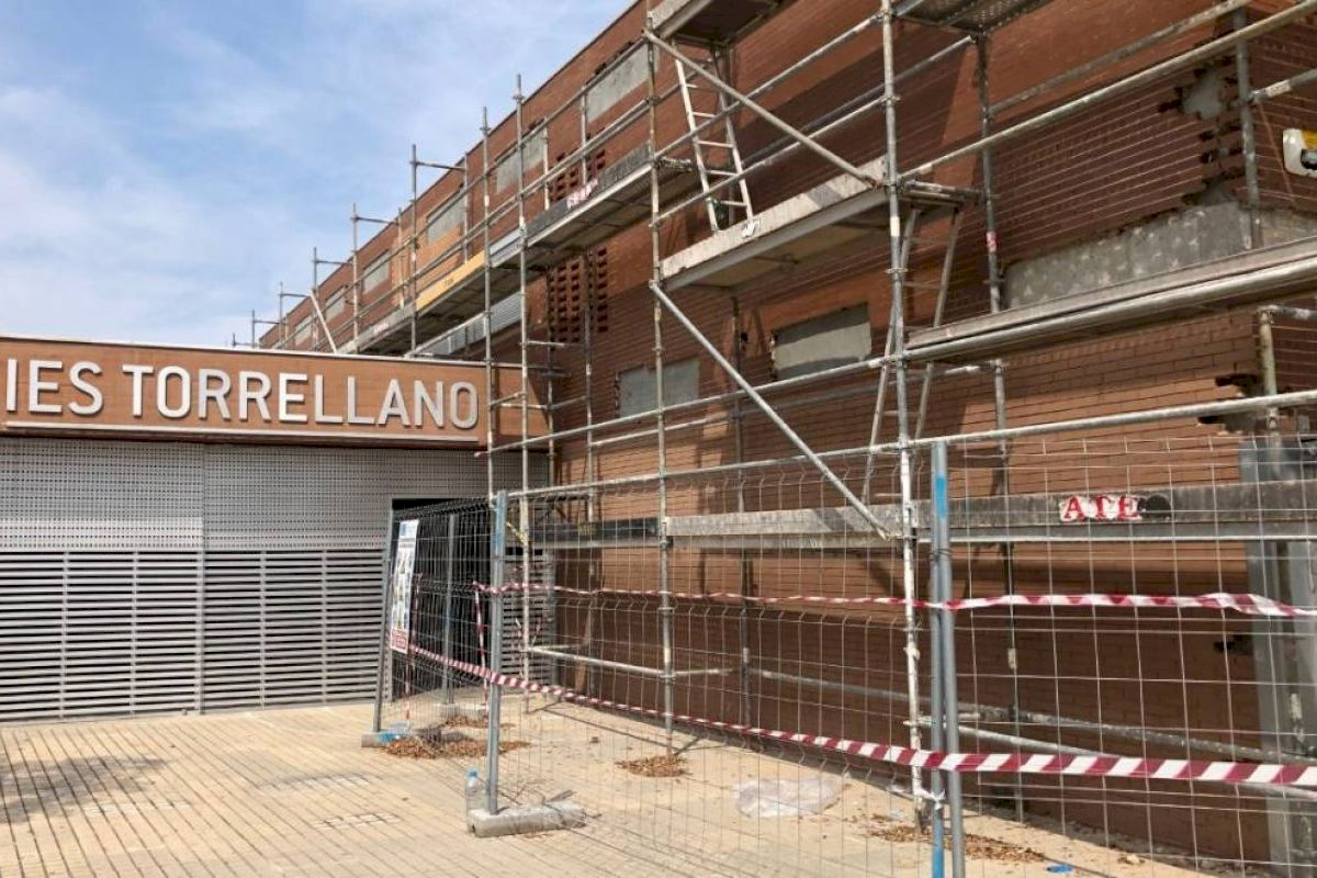 Educación adjudica de manera definitiva las obras de reparación de la fachada del IES Torrellano