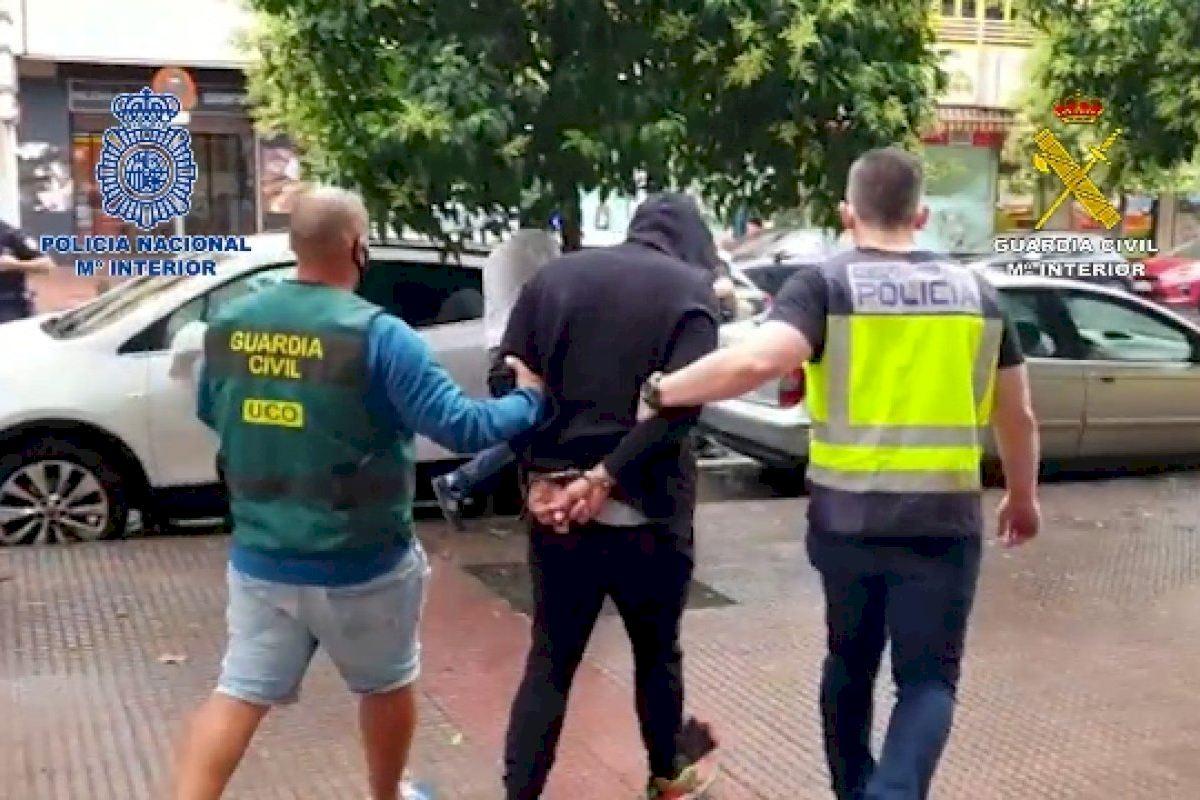 Un grupo de narcotraficantes utilizaba el puerto de Alicante para distribuir droga