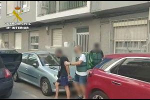 Desmantelan dos puntos de venta de drogas de un conocido clan familiar en la Vila Joiosa