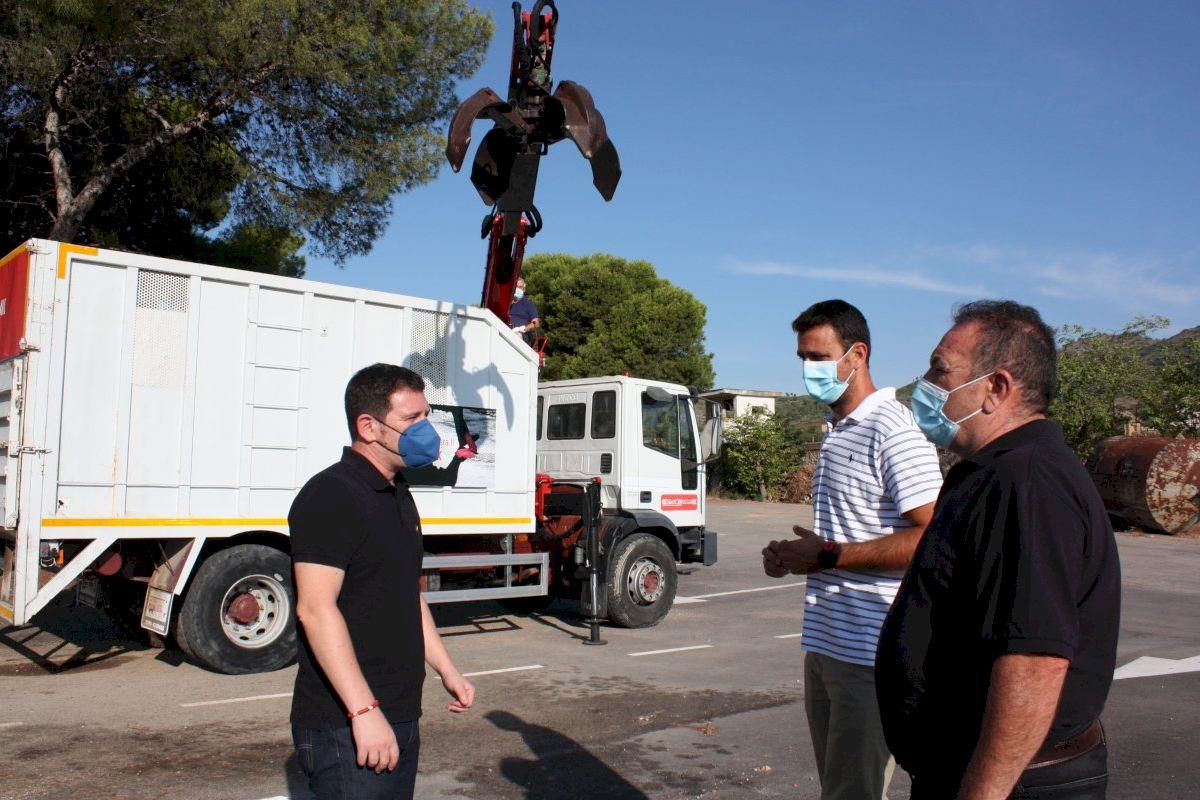 Castelló incrementa las frecuencias de recogida de poda con la incorporación de un camión pluma