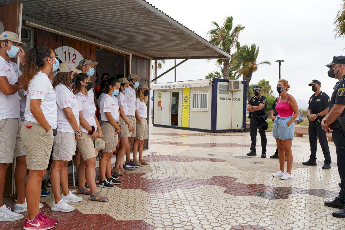 Marco pone en valor el trabajo de los auxiliares de playa y la oportunidad laboral para los jóvenes