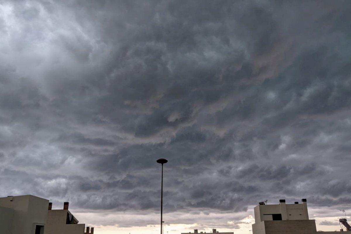 Las tormentas y el granizo descargan con fuerza en Castellón