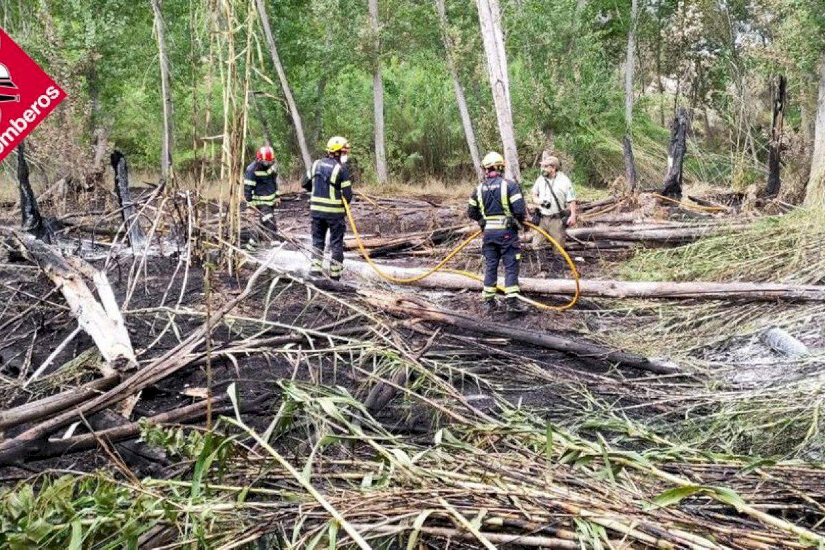 Extinguido un incendio de vegetación en Cocentaina