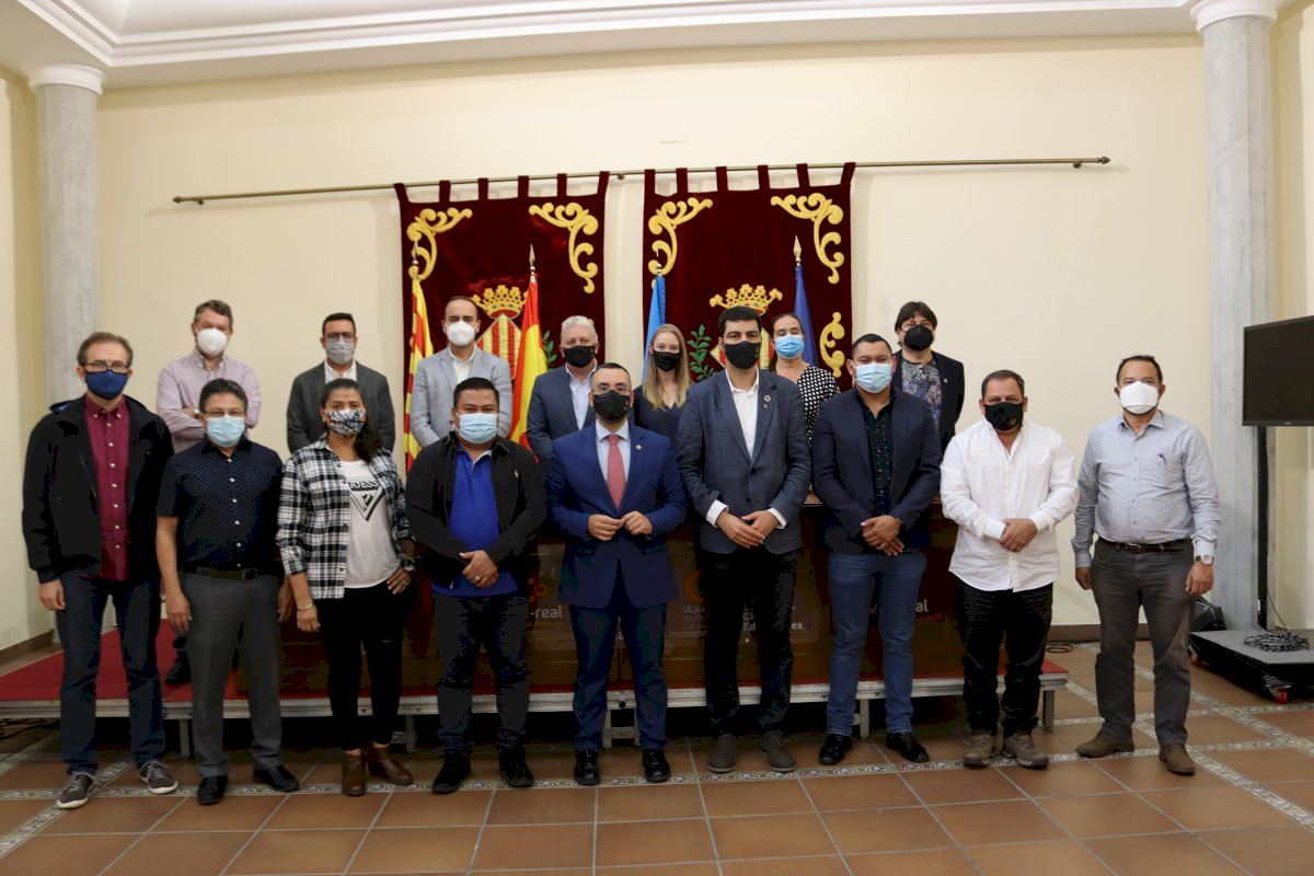 Alcaldes de El Salvador visitan la Comunitat interesados por el municipalismo