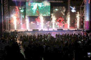 El auditorio Julio Iglesias de l'Aigüera enloquece con el reggaetón de Justin Quiles