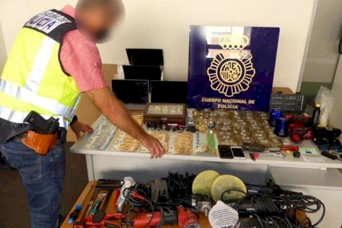 Tres detenidos en Alicante por robar y vender los objetos sustraídos en algunos domicilios de la provincia