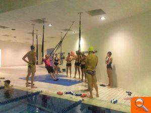 Entrenamiento funcional para adultos en la piscina de la for Piscina cubierta requena