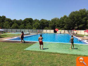 La piscina descubierta del pinar del grau abre sus puertas for Piscina sedavi