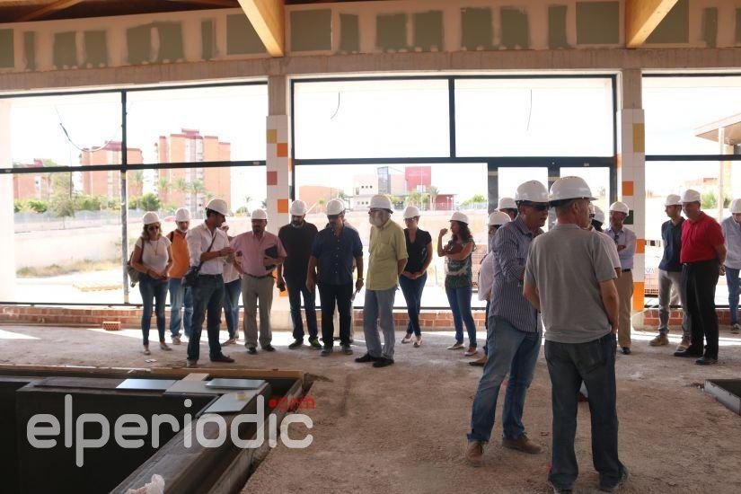 Equipo de gobierno y oposici n visitan las obras de la for Piscina municipal sueca