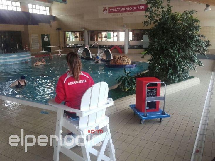 Comienza un curso de socorrismo acu tico en la piscina for Piscina municipal sueca