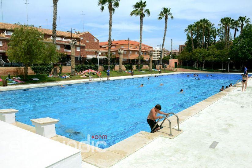La piscina de verano de paiporta abre sus puertas este for Piscina paiporta