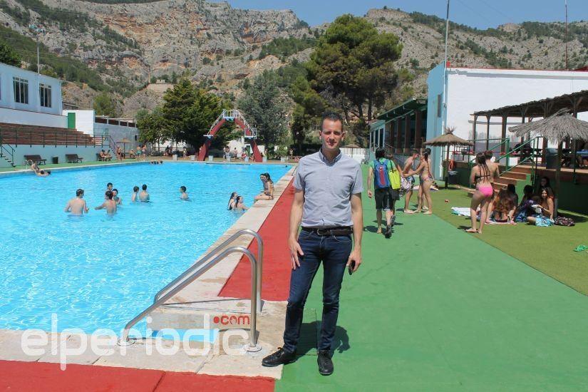 M s de 120 personas acceden a la piscina municipal jos for Piscinas municipales elche