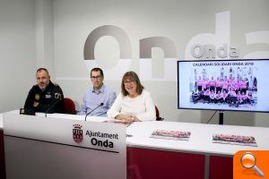Onda presenta el calendari solidari 2018 de la Policia Local en favor del club Adaponda - (foto 1)