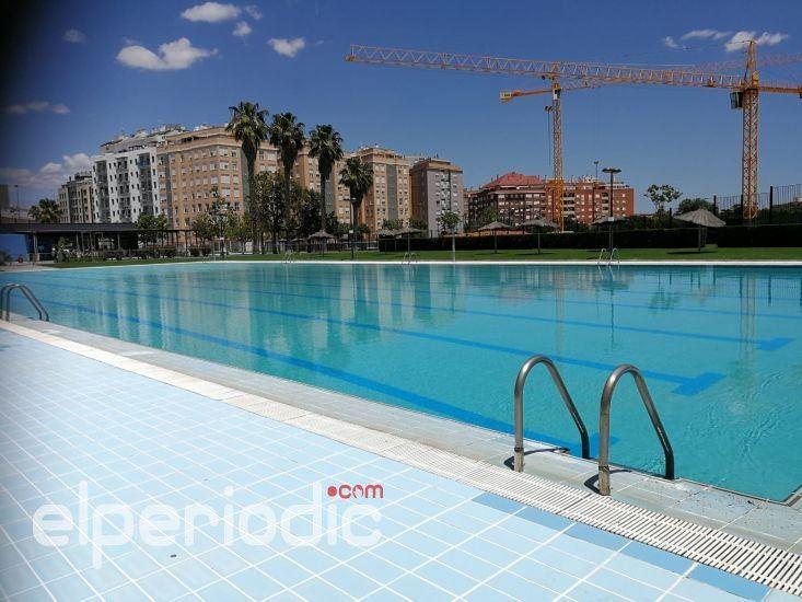La piscina de verano preparada para inaugurar la for Piscinas municipales elche